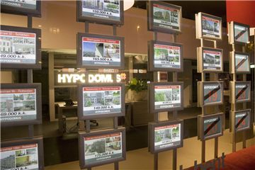 LED Estate Agent Window Displays - ASSIGNS